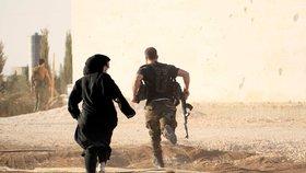 Exilová Syrská organizace pro lidská práva (SOHR) uvedla, že povstalci podporovaní USA obsadili poslední baštu Islámského státu na východě Sýrie. (16.2.2019)