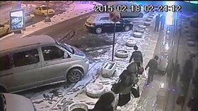 Bezpečnostní kamery zachytily tři školačky na jejich útěku z Londýna k teroristům do Sýrie