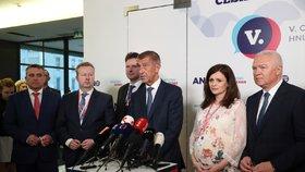 Nově zvolené vedení hnutí ANO. Jaroslava Pokorná Jermanová si podpírala těhotenské břicho. Celý sněm také moderovala