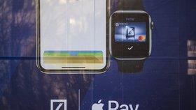Apple Pay v Česku. Jak zaplatit iPhonem nebo hodinkami Apple Watch