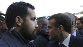 """Francouzský prezident Emmanuel Macron a jeho bývalý """"blízký"""" spolupracovník Alexandre Benalla."""