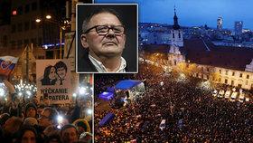 Slováci si připomněli Jána Kuciaka rok od jeho vraždy. K davu promluvil i jeho otec