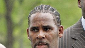 Hudebník R. Kelly byl obviněn ze zneužívání dívek
