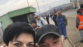 Poslankyně TOP 09 Markéta Pekarová Adamová v Chanově s Peterem Bažem, který si zahrál v seriálu Roma Joža.