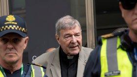 Podle soudu kardinál George Pell zneužíval chlapce. Jde tak o prvního vinného kardinála, který byl blízkým spolupracovníkem papeže.