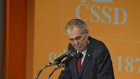 Prezident Miloš Zeman na sjezdu ČSSD v Hradci Králové oznámil, že při volbách do Evropského parlamentu bude volit sociální demokracii. (1. 3. 2019)