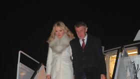 Andrej Babiš s manželkou Monikou po příletu do Washingtonu (5. 3. 2019).