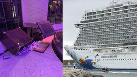 Náraz větru nahnul výletní parník společnosti Norwegian Cruise nad hladinu moře, židle a stoly se sesunuly na jednu stranu, sklenice a lustry popadaly na zem. Zraněno bylo i několik lidí.