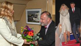 Premiér Andrej Babiš (ANO) s manželkou Monikou při příletu do USA. A kytice od velvyslance Hynka Kmoníčka (5. 3. 2019)