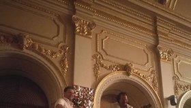 Dnešní předseda Poslanecké sněmovny Radek Vondráček a poslanec Miloslav Janulík (oba ANO) si udělali v roce 2017 z předsednického pultu šéfa Sněmovny pódium. Oba z něj hráli hostům na kytaru