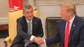 Podání ruky Andreje Babiše s Donaldem Trumpem v Oválné pracovně Bílého domu (7.3.2019)