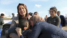 Jezídky a jezídské děti osvobozené ze zajetí ISISu