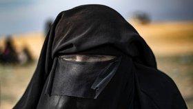 Manželka ISIS se snaží ospravedlňovat znásilňování jezídek. (Ilustrační foto)