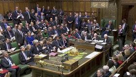 Britští poslanci těsně odmítli tvrdý brexit - odejít z EU bez dohody (13.3.2019)