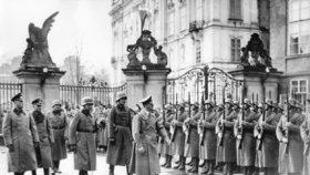 Adolf Hitler u Pražského hradu
