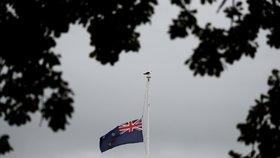 Teror na Novém Zélandu: Vlajka před mešitou na půl žerdi (16. 3. 2019)