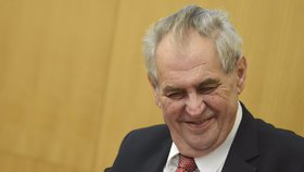 Miloš Zeman lichotil v Karlových Varech hejtmance Mračkové Vildumetzové (ANO)