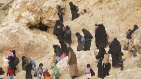 V severosyrském uprchlickém táboře Hawl jsou desetitisíce lidí včetně dcer australského džihádisty.
