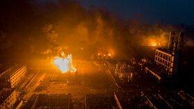 Exploze chemické továrny ve východočínské provincii Ťiang-su si vyžádala 44 mrtvých, dalších 32 lidí je v kritickém stavu.