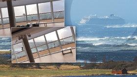 V Norsku pokračovala evakuace pasažérů porouchané výletní lodi, 17 lidí se zranilo