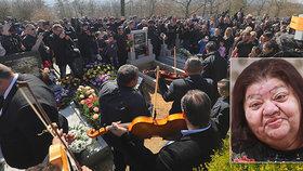 Velký romský pohřeb Věry Bílé (†64): V bílém prostěradle a s cigárama!