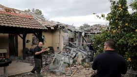 Raketa vypálená zřejmě z Pásma Gazy zasáhla v Izraeli bytový dům. Zraněno bylo sedm lidí včetně dětí. (25. 3. 2019)