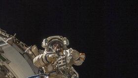 Z Mezinárodní vesmírné stanice může (zatím) ven vždy jen jedna žena.