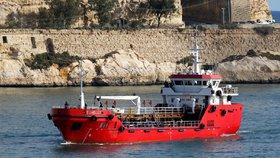 U afrických břehů piráti unesli členy posádky zásobovací lodě. (ilustrační foto)