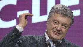 Svůj mandát se snaží obhájit stávající prezident Petro Porošenko (31. 1. 2019)