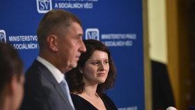 Jana Maláčová (ČSSD) s premiérem Andrejem Babišem (ANO)