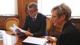 Premiér Andrej Babiš (ANO) s ministryní průmyslu a obchodu Martou Novákovou