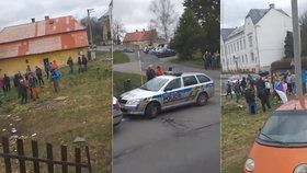 Nepokoje na Bruntálsku. Policie kontrolovala demonstraci proti Romům.