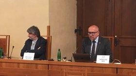 Ostře kritický byl na semináři o nezávislosti veřejnoprávních médií docent JAMU a režisér Břetislav Rychlík k volbě členů mediálních rad. Vpravo senátor Mikuláš Bek
