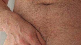 Rakovinu varlat si můžete nahmatat i sami - stačí si dát horkou koupel a opatrně projet každý centimetr