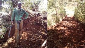 Keňan Nicholas Muchami (45) z vesnice Kaganda poslední týden strávil kopáním cesty, díky které se vesničané rychle dostanou do obchodního centra.