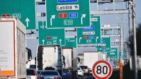 Ministerstvo dopravy má podle NKÚ roky zpoždění ve stavbě vah na dálnicích, jež mají zabránit poškozování cest. Podle ministerstva je stavba složitá.