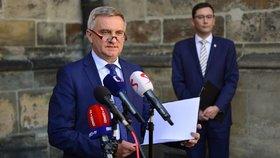 Vratislav Mynář a Jiří Ovčáček na tiskovém brífinku k protipožárním opatřením v katedrále sv. Víta