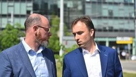 Ministr školství Robert Plaga a poslanec Milan Hnilička (oba ANO)