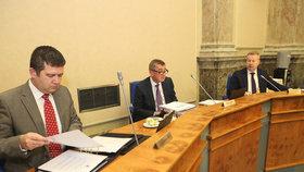 Jan Hamáček (ČSSD), Andrej Babiš a Richard Brabec (ANO) při jednání vlády