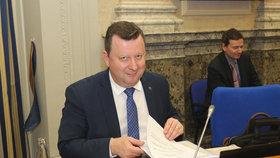 Ministr kultury Antonín Staněk (ČSSD) na jednání vlády