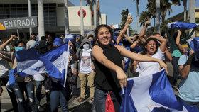 Situace v Nikarague je i rok od začátku protivládních protestů napjatá, lidé stále demonstrují proti prezidentovi Ortegovi.