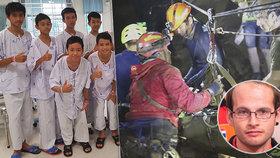 Britský potápěč a meteorolog Josh Bratchley, který se loni podílel na záchraně thajských chlapců, sám uvízl v jeskyni. Ven ho dostávali profesionálové. (18.04.2019)