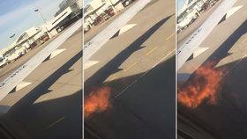 Pasažéry vyděsily plameny šlehající z motoru boeingu, kvůli otevření východu museli k výslechu.