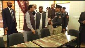 Ministr navštívil věznici Koh Lakhpat.