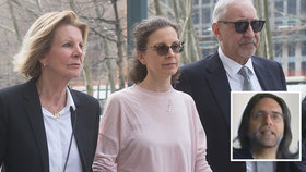 Dědička společnosti Seagram Clare Bronfmanová bývala sexuální otrokyní i sexuální paní. Nosí na zadečku cejch Keitha?