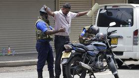 Na Srí Lance pokračuje pátrání po pachatelích ničivého teroristického útoku (25. 4. 2019).