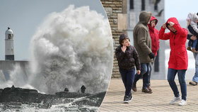 Británií a Irskem se prohnala bouře Hannah, vítr komplikoval leteckou dopravu a lámal stromy, (27.04.2019).