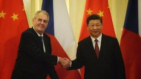 Prezident Miloš Zeman jedna se svým čínským protějškem Si Ťin-pchingem (28. 4. 2019). Čína se ale jako spojenec moc nechová.