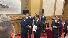 Čínský prezident Si Ťin-pching, Pavel Nedvěd a Jaromír Jágr (28. 4. 2019)