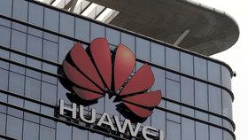 Kauza Huawei neutichá, potíže měl řešit i Vodafone.